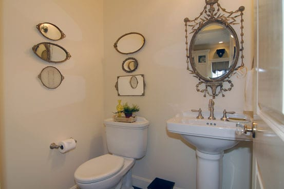 LooseParkPlace-white-bathroom2